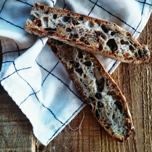 rAISON WALNUT CIABATTA